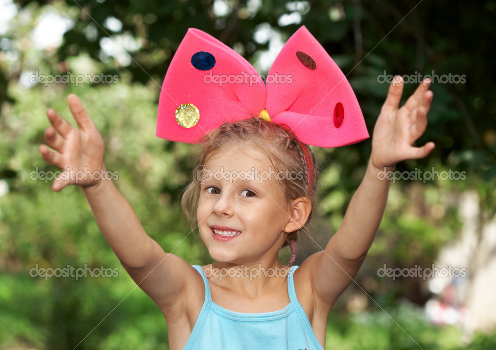 http://static9.depositphotos.com/1006441/1207/i/950/depositphotos_12072231-The-girl-with-bow.jpg