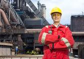 Fabrieksarbeider in amerikaanse overalls — Stockfoto