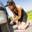 Changing a tire — Stock Photo