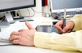графический дизайнер руки — Стоковое фото