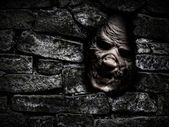 Canavar duvarın arkasında — Stok fotoğraf
