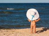 Malá holčička na pláži — Stock fotografie
