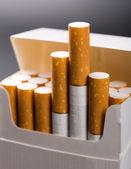 Cigarrillos en paquete — Foto de Stock