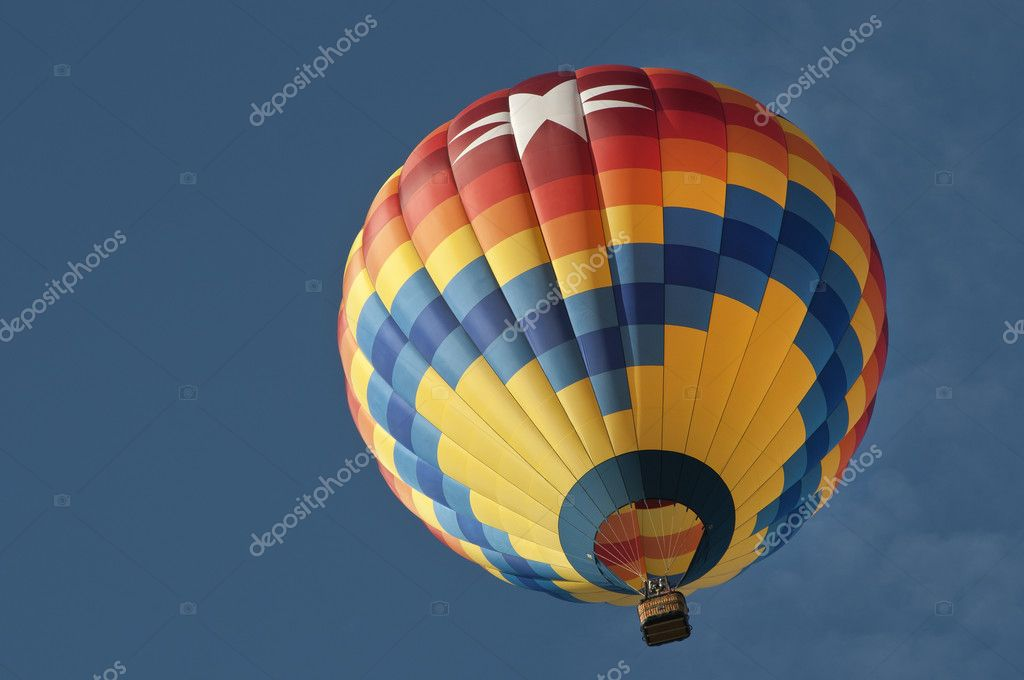 Looking up at colorful hot air balloon, nice blue sky — Stockfoto #11253328
