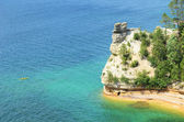 Kayaker Near Miners Castle at Pictured Rocks National Lakeshore — Stock Photo