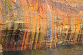 Beautiful Streaks on Cliff Wall at Pictured Rocks National Lakeshore — Stock Photo