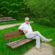 An elderly man in the park — Stock Photo