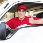 postbezorging courier in een busje duim hand teken weergegeven: — Stockfoto