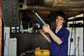 Happy car mechanic at work — Stockfoto