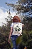 Kobieta z recyklingu zły charakter — Zdjęcie stockowe