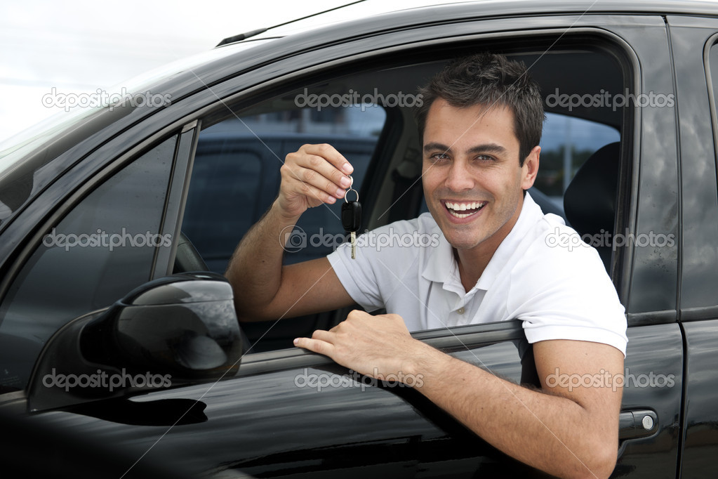 Happy hispanic man showing the key of his new car — Stock Photo #10959956