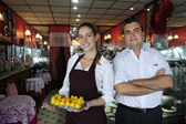 Small business: owner of a cafe and waitress — Foto de Stock