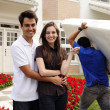 Moving home: Couple infront of new house - Foto Stock