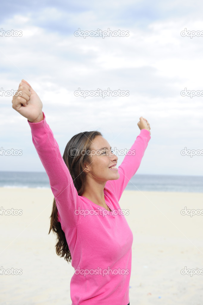 Freedom: woman enjoying the wind and the sea — Stock Photo #11219214