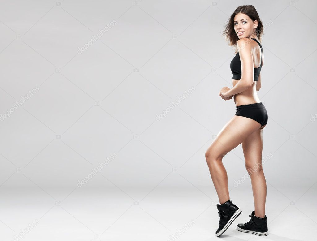 Young fit woman in sports outfit, studio photo — Stock Photo #11650564