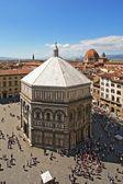 Baptisterium en de stad van florence — Stockfoto