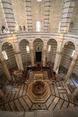 Pisa medeltida baptisterium — Stockfoto