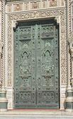 Florens duomo dörr — Stockfoto
