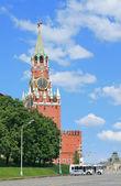 Clock tower of Moscow Kremlin at noon — Stock Photo