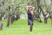 The girl walking in park — Stock Photo