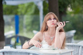 The dreaming woman with coffee and a cigaret — Stock Photo