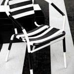 um cadeiras de padrão zebra — Fotografia Stock  #10760332