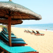 Sunshade and chairs on beach, Sanya, China — Foto de Stock
