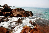 Rocky beach of Sanya — Stockfoto