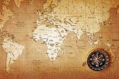 Kompas na mapie skarbów — Zdjęcie stockowe