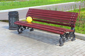 Balloon on a park bench. — Stock Photo