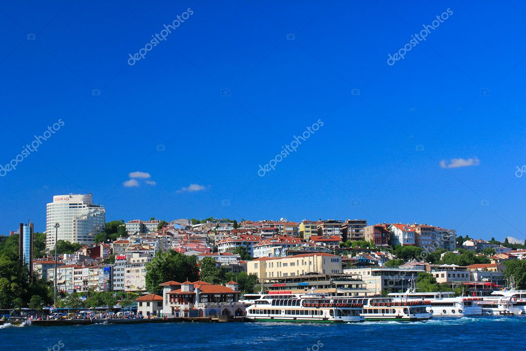 Embankment of the Bosphorus Strait in Istanbul in Turkey. — Stock Photo #12206496