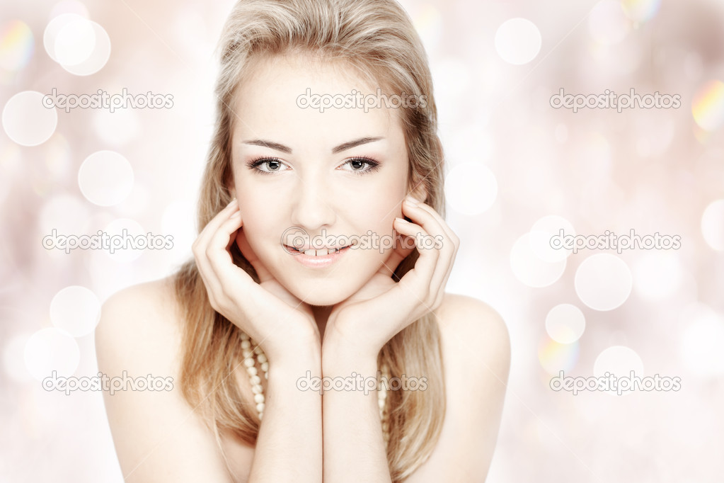 Beautiful smiling young woman. Closeup portrait over abstract shiny background — Stock Photo #10832491