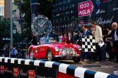 Red 1955 Austin Healey 100BN1 at the start of 2012 1000 Miglia — Stock Photo