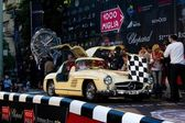 Cream 1955 Mercedes 300 SL W198-I at the start of 2012 1000 Miglia — Zdjęcie stockowe