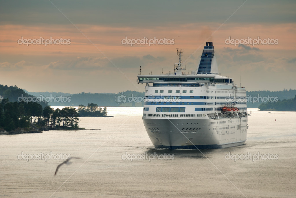 Ferry leave water area of Stockholm port. — Stock fotografie #11760868