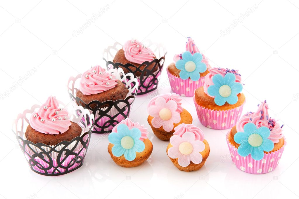 Sweet cupcakes with flowers and candy pearls — Stock Photo #11552910