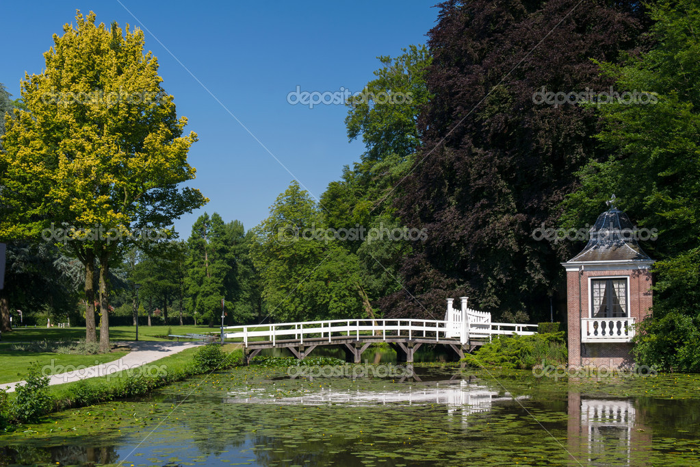 Little arbor and bridge in park in Holland — Stock Photo #11932063