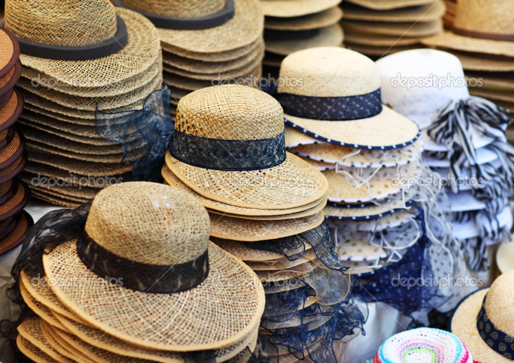 Lot of summer hats in the shop — Stock Photo #11376456