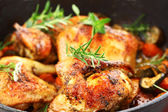 Grilled chicken on vegetables — Stockfoto