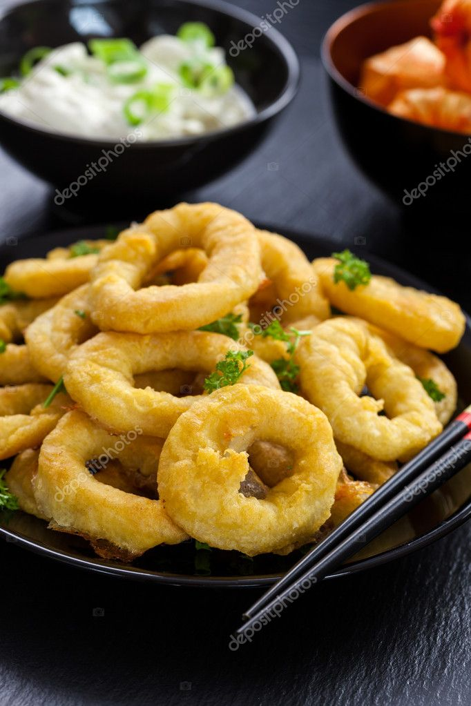 Fried calamari rings with yogurt garlic dip — Stock Photo #12045066