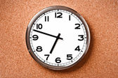 Wall clock on cork background — Stok fotoğraf