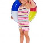 holčička s sluneční brýle a nafukovací kruh — Stock fotografie