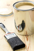 Paint brush and tin can — Zdjęcie stockowe