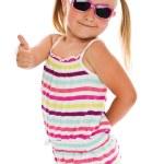klein meisje in zonnebril — Stockfoto