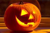 Abóbora de halloween com um rosto assustador — Foto Stock