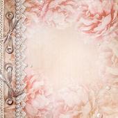 Grunge hermosas rosas del álbum con arco, perlas y encajes — Foto de Stock