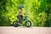 Boy riding bike in a helmet — Foto de Stock