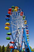 Grande roue en parc d'attractions — Photo