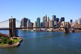 Brooklyn Bridge and lower Manhattan, New York — Stock Photo