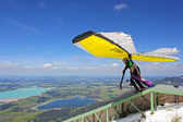 TEGELBERG, GERMANY - MAY 16: Competitor Conrad Duvig from Austria of the King Ludwig Championship hang gliding competitions takes part on May 16, 2012 in Tegelberg, Germany — Stock Photo